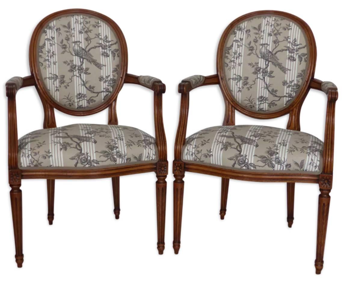 Paire de fauteuils Louis XVI d'époque chevillés